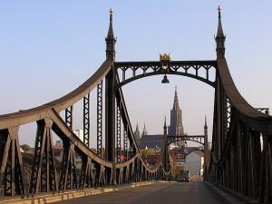 Ulm Neutorbrücke mit dem Ulmer Münster - Quelle: Wikipedia